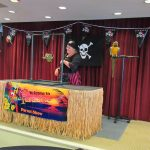 Vickie's Paradise Parrot Show and her Parrot doing some amazing tricks!